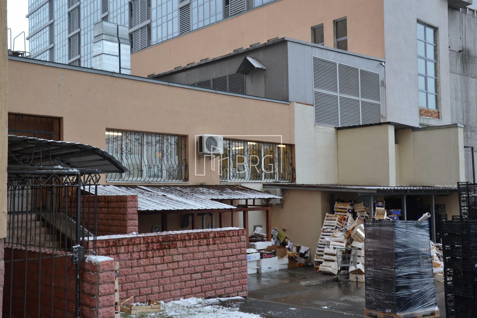 Sale of a shopping mall in the Dnipro district. Kiev