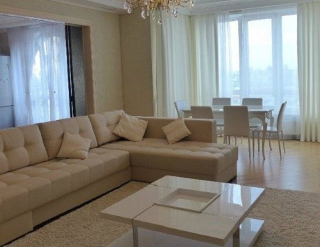 "4 room apartment, ""Lipska Vezha"". Kiev"
