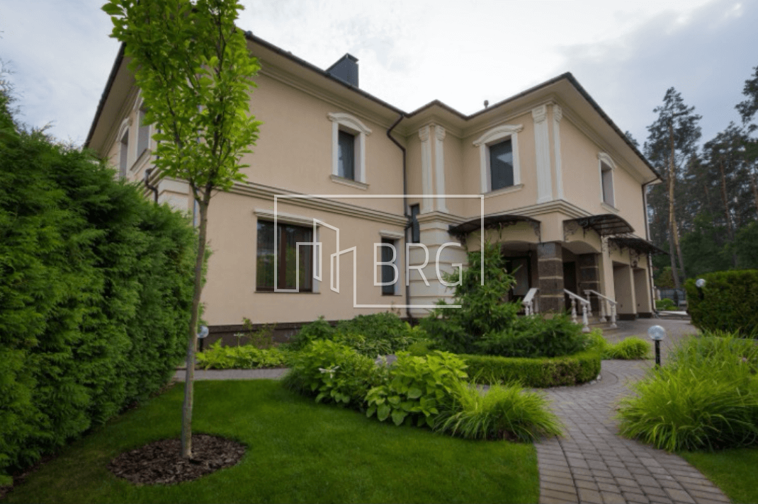House 750m bordered by forest and lake Forest Kiev-Svyatoshinsky district. Kiev region