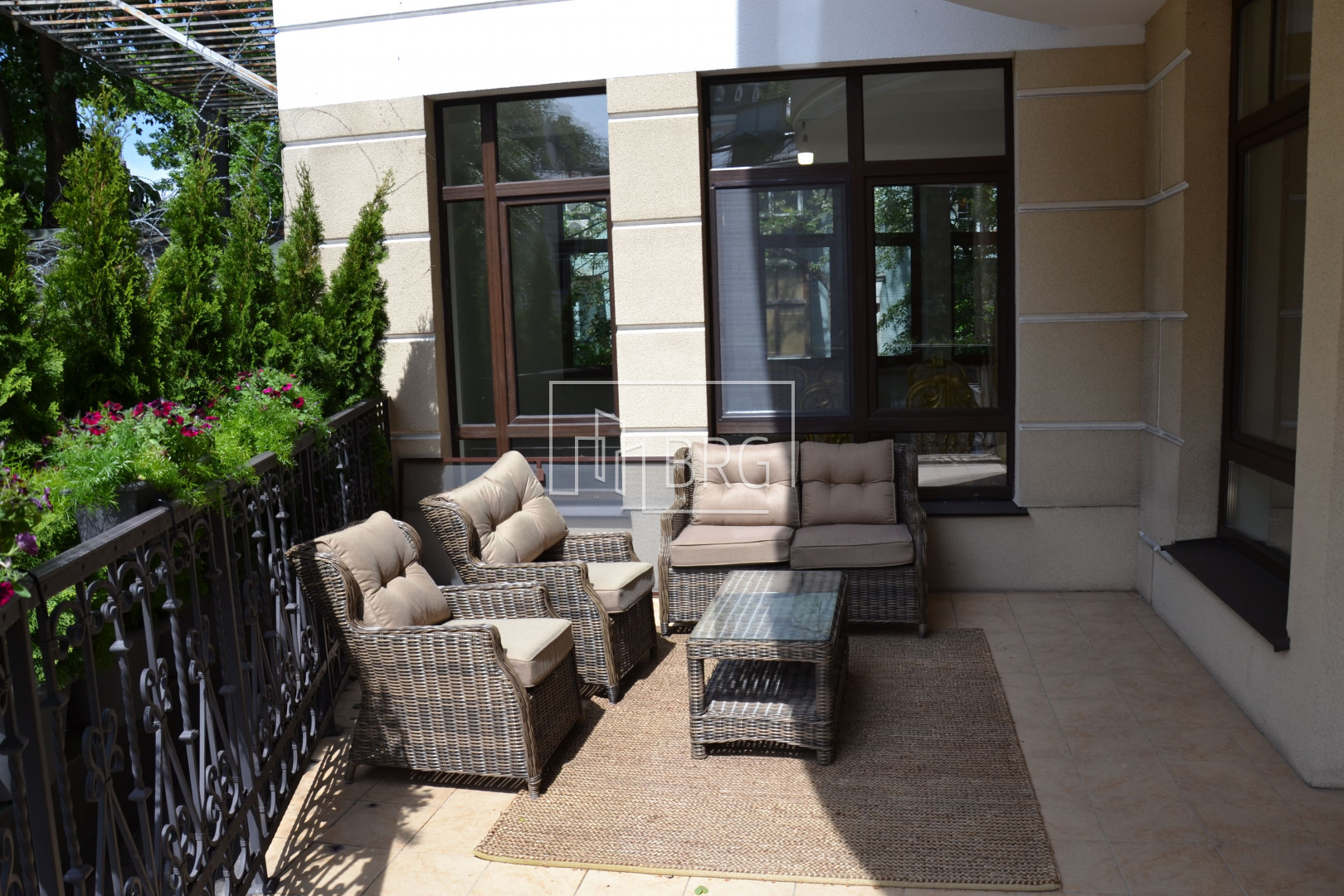 Sale 4-room apartment with a terrace in the center of Shevchenko district. Kiev