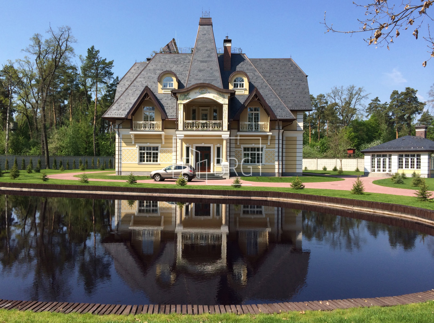 Mansion 755m with a lake on the territory in Vorzel. Kiev region