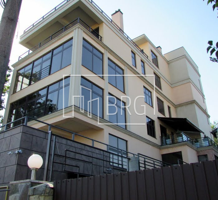 Apartment for sale in Jardan Le Roi LCD overlooking the Botanical Garden. Kiev