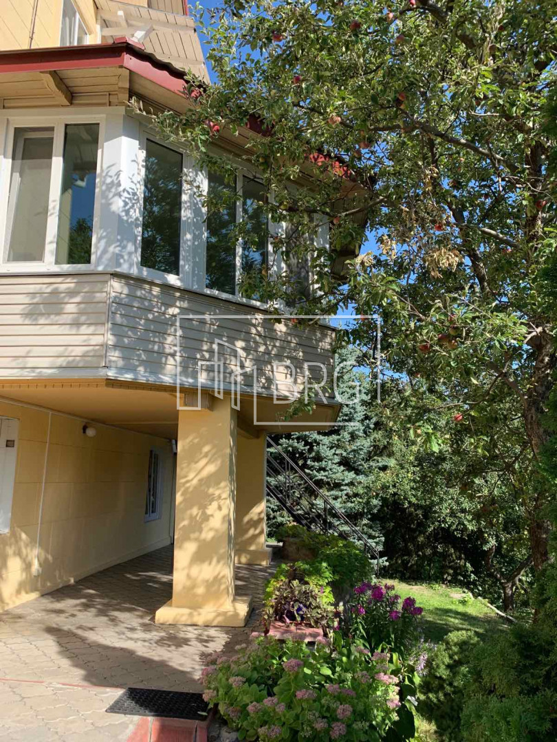 Rent a house 280m in the center of Kiev on Pechersk. Kiev