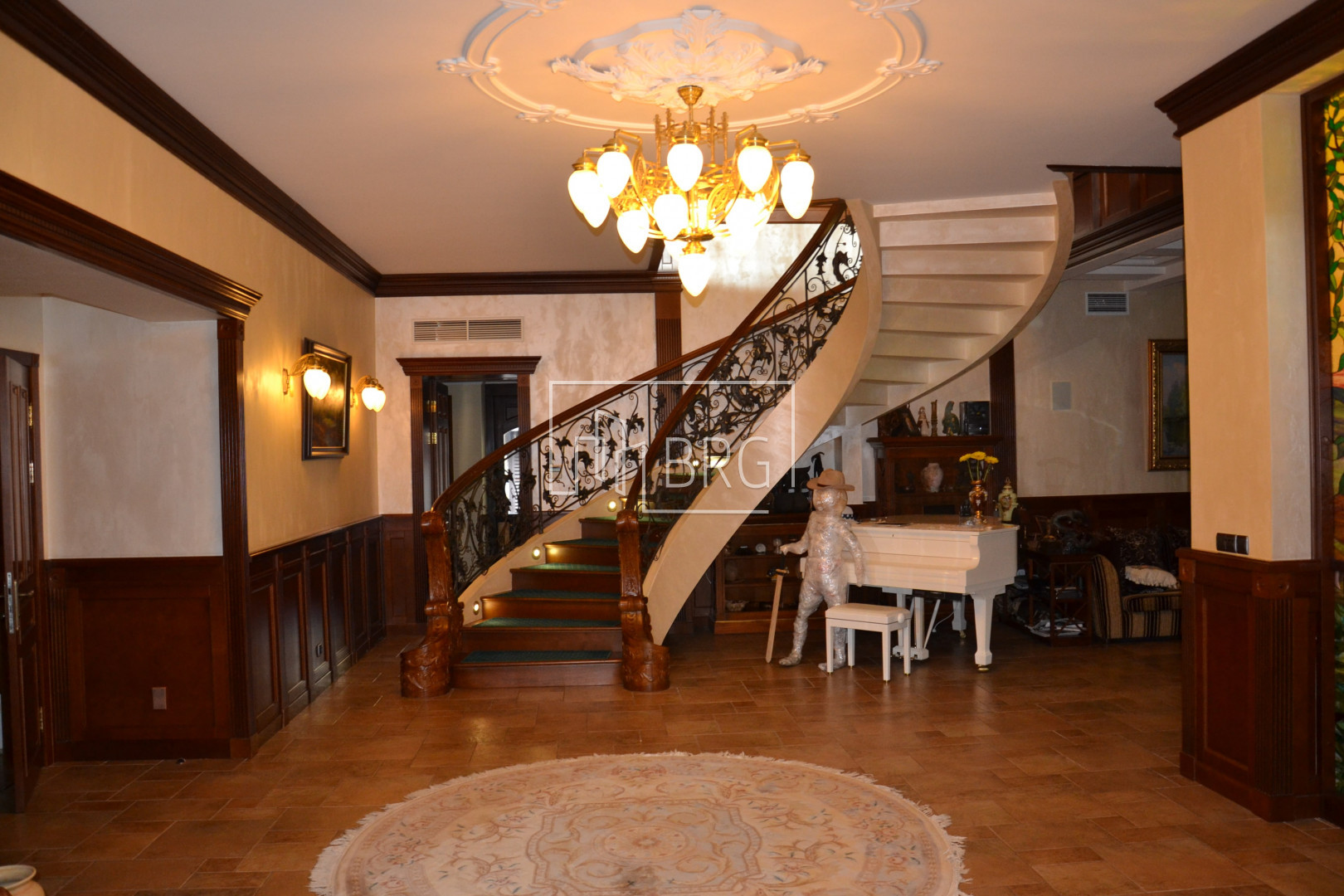 House 420m with access to the water in Rudyki. Kiev region