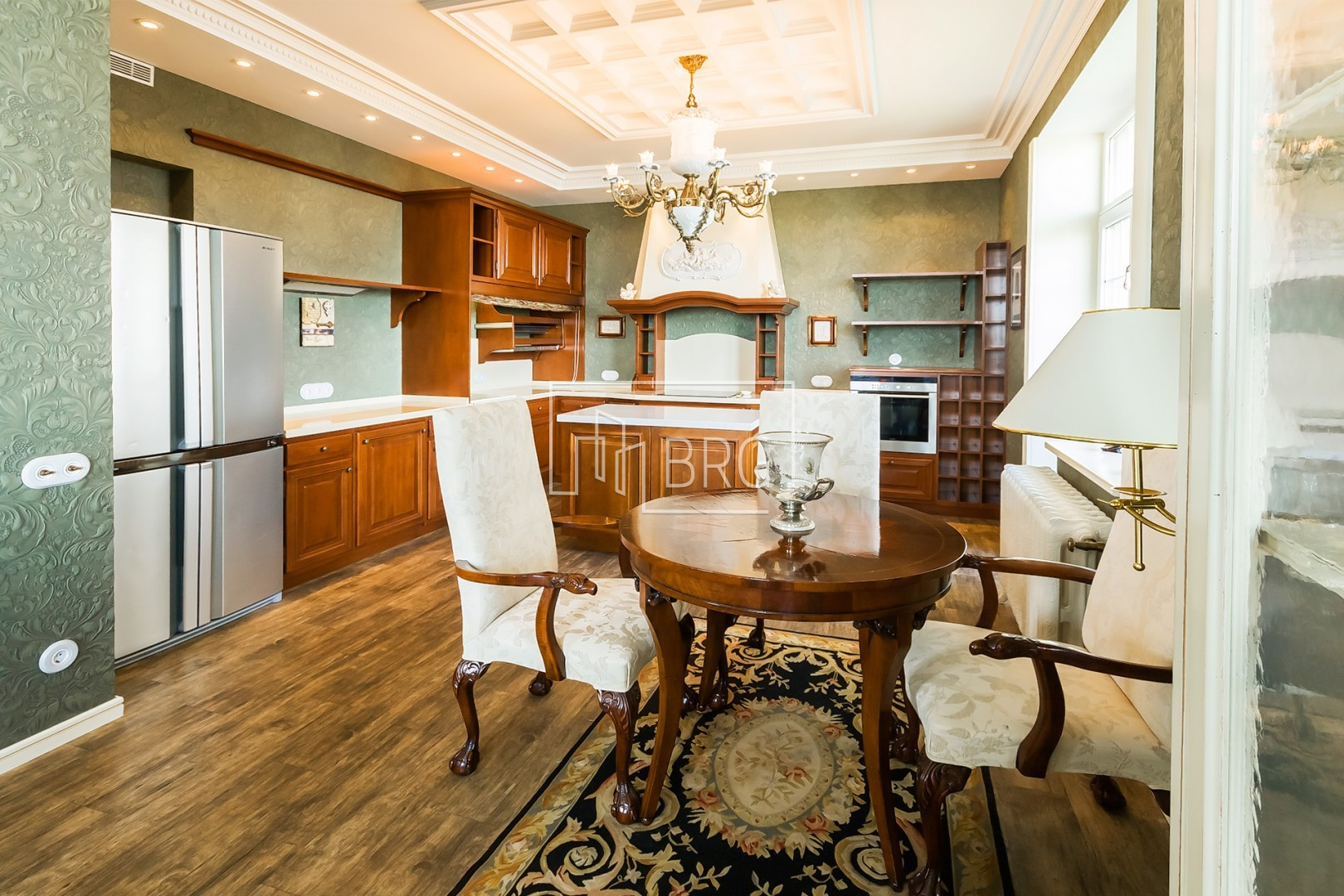 Exclusive 5-room apartment with terrace, Moldavian st., 2. Kiev