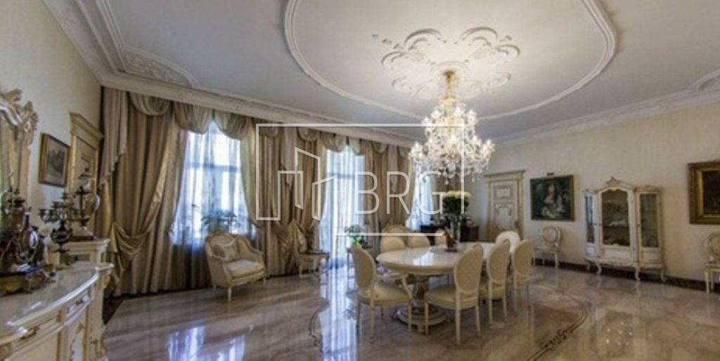 5-room apartment in the center of Kiev on Zhilyanskaya. Kiev