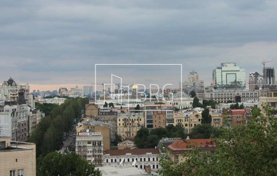 5 room apartment, Pechersk district. Kiev