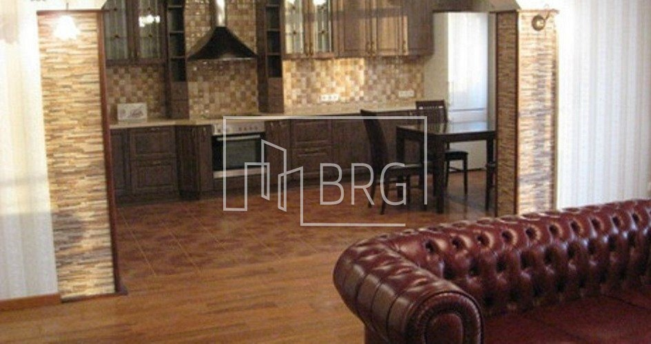 2 room apartment, Pechersk district. Kiev