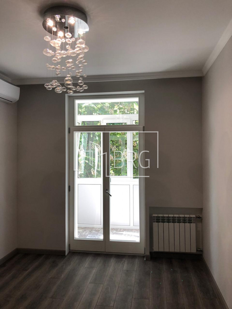 Rent 3-room apartment in the center of Kiev on Proreznaya. Kiev