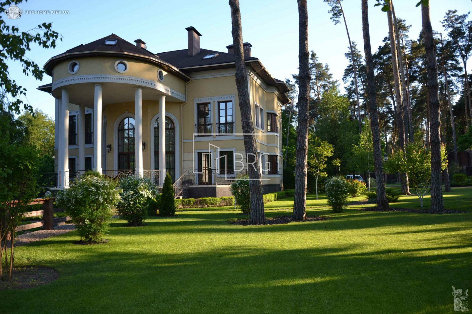 House 658m with a pond on the territory in Romankov. Kiev region