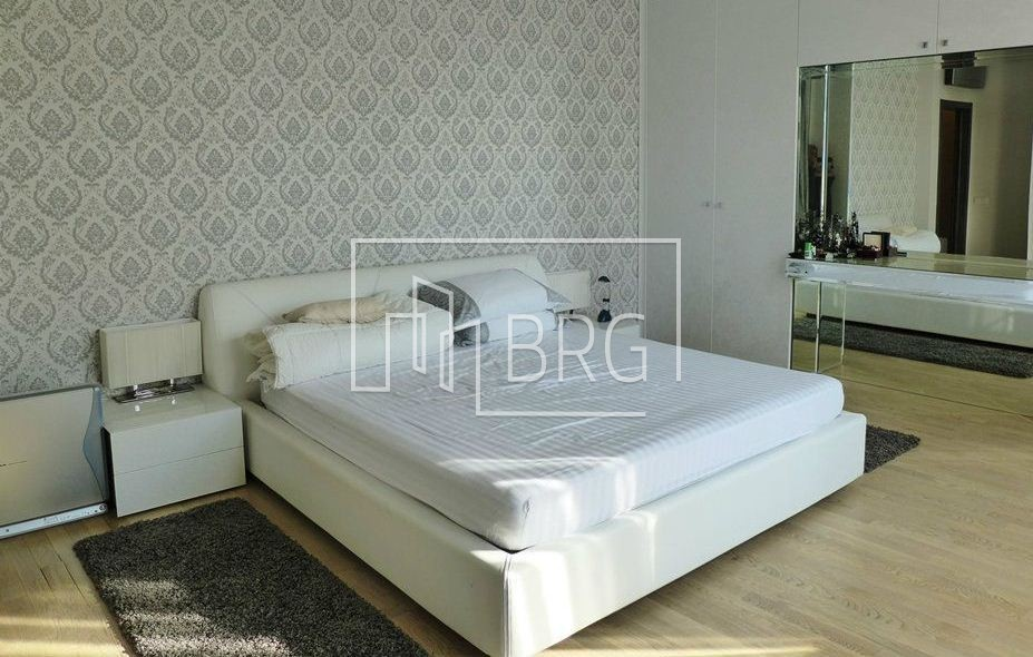 "5 room apartment, ""Graf Tolstoy"". Kiev"