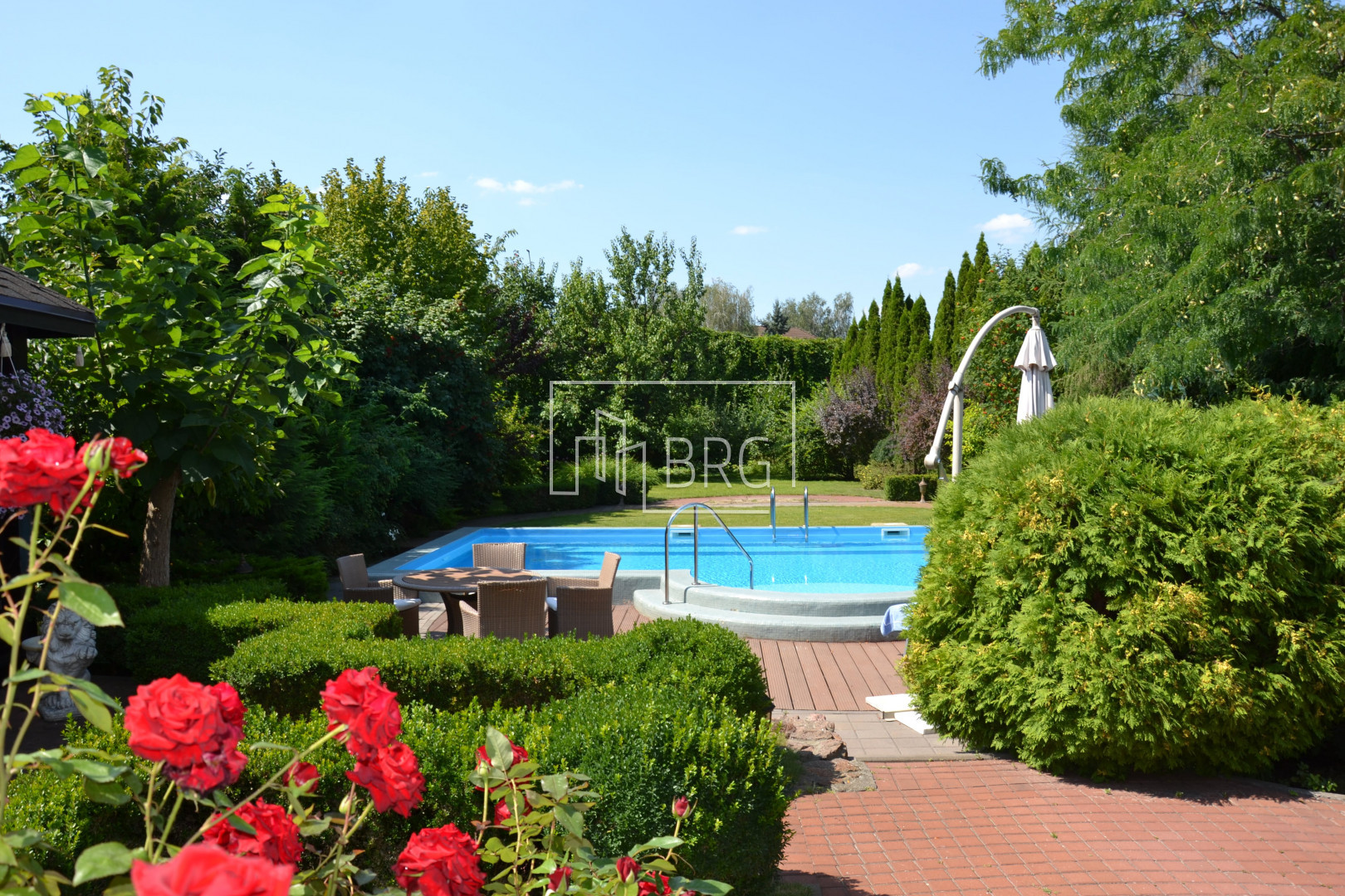 For sale house KG Golden Gate 550m with swimming pool. Kiev region
