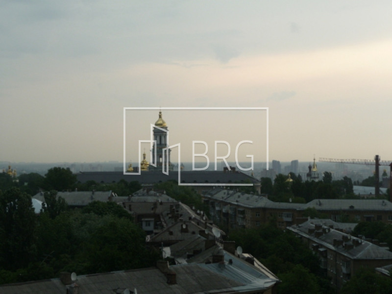 Sale of 3-room apartment with panoramic views of the Lavra and the Dnieper. Kiev