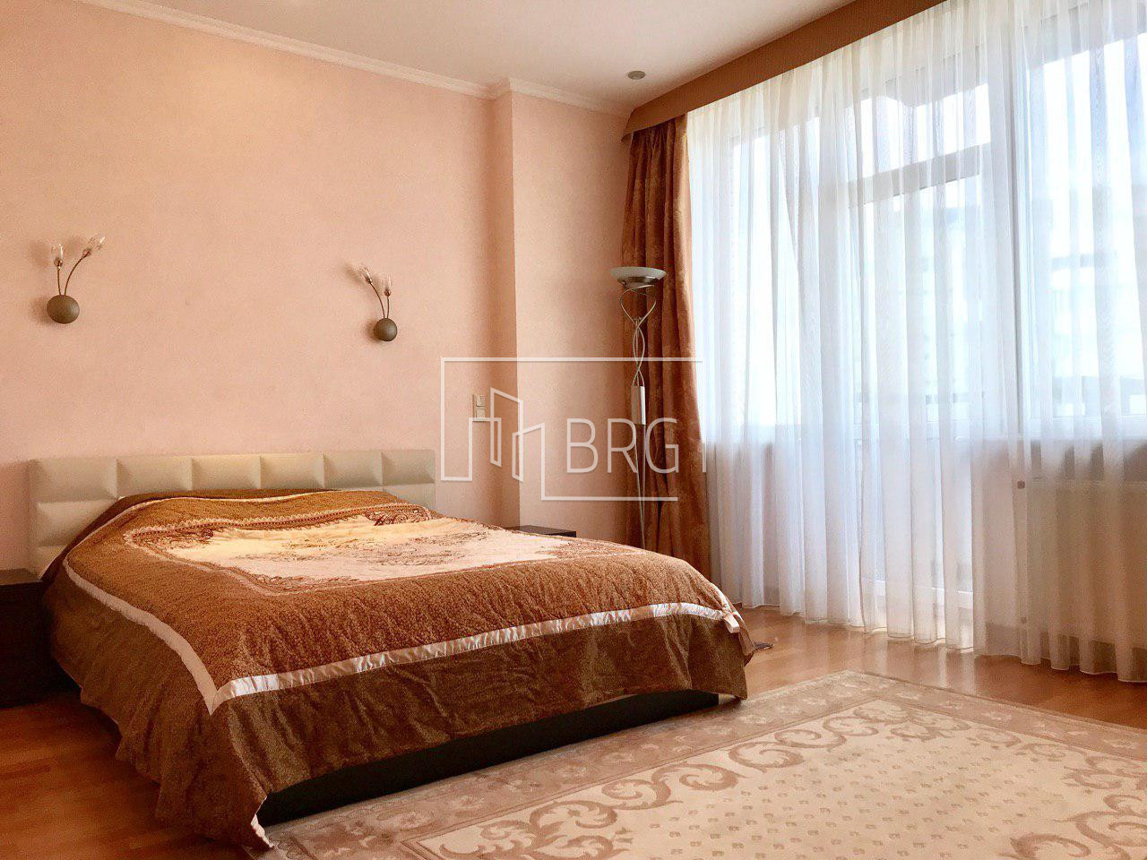 Rent 4-room apartment LCD Volna on Pechersk. Kiev