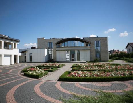 House Concha Zaspa with a bay and access to the Dnieper 1000m. Kiev region