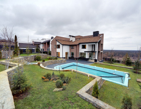 House Foresters 550m with pool. Kiev region