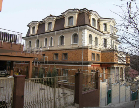 Mansion 1500m in Pechersk near the Botanical Garden. Kiev