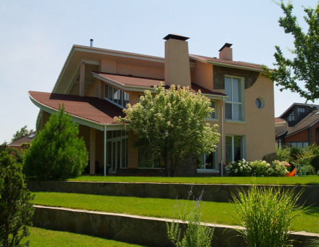 House 500m in Rudyki overlooking the reserve and access to water. Kiev region