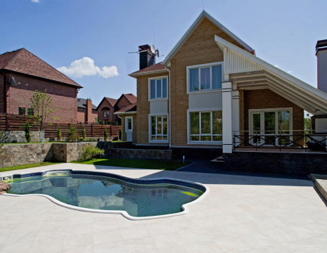 House 290m with an outdoor pool in a closed cottage in Foresters. Kiev region